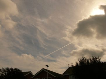 chemtrails UK 16th Sept 2018 13:08 hrs note theres turbulence fast morphing and an overall haze that is not natural.