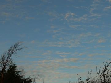 Mon 10th Dec 2018 14:55 GMT ... changable sky today.