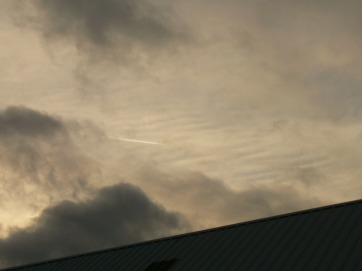 Mon 16th Dec 2018 NE UK chemtrail activity, note ripple effect i suspect from chemtrails.
