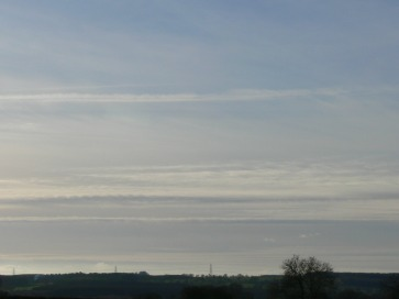 UK chemtrail 24 Jan 2019 15:01 GMT lookint west, upper is certainly chemtrail.
