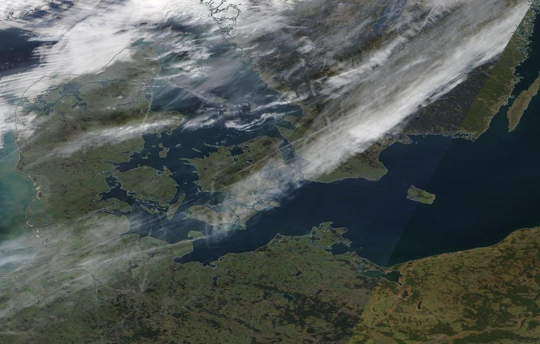 https://go.nasa.gov/2IjiydW chemtrail Sat 2pm worldview, Denmark.