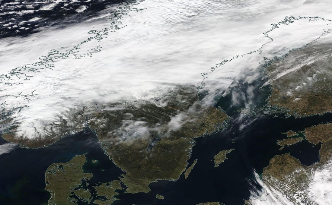chemtrail geoengineering Svealand Orebro Sweden 21 April 2019 ... https://go.nasa.gov/2UMjPQC