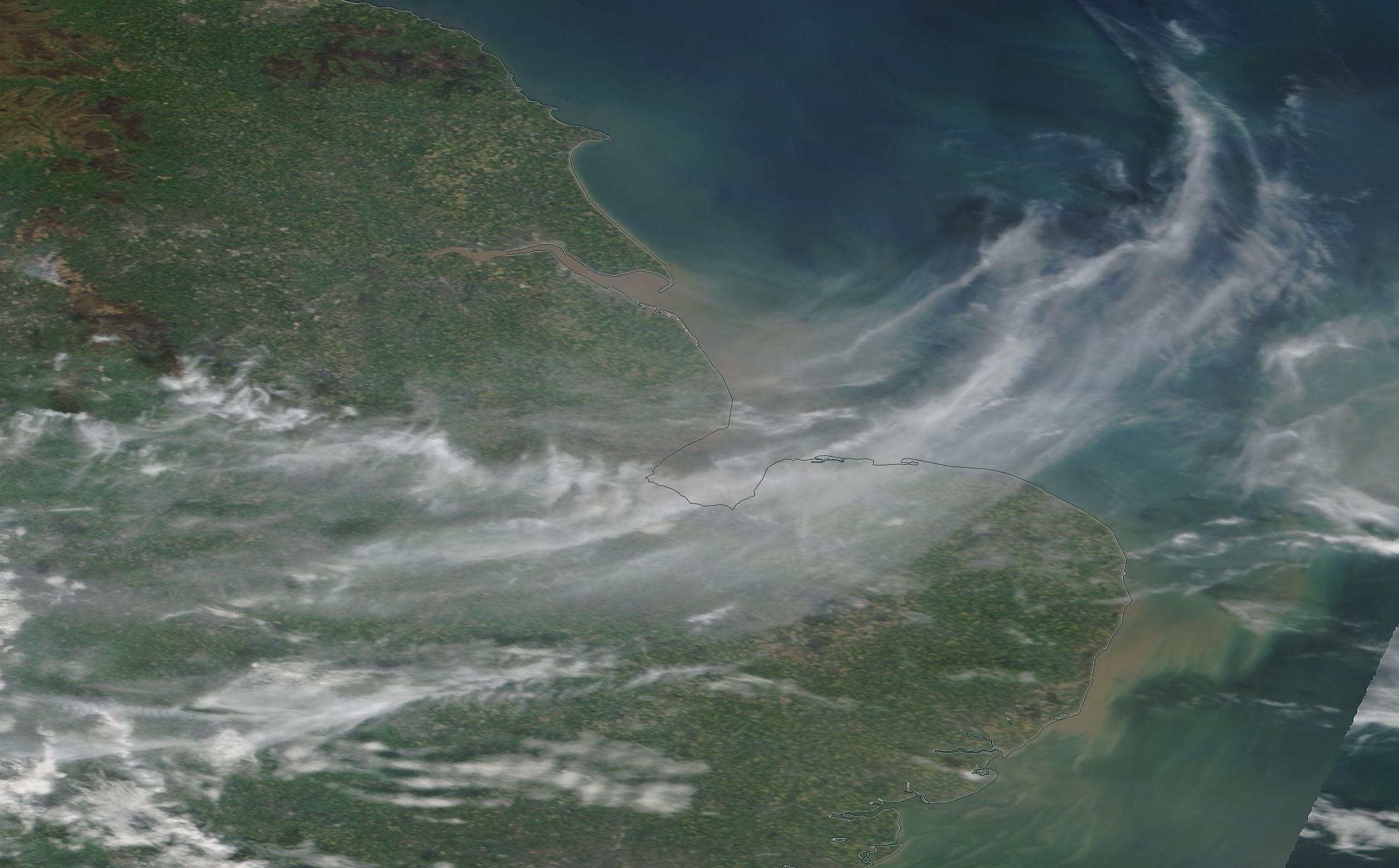 chemtrail geoenginering Norfolk, The Wash, south Midlands 21 April 2019 ... https://go.nasa.gov/2UScgrN