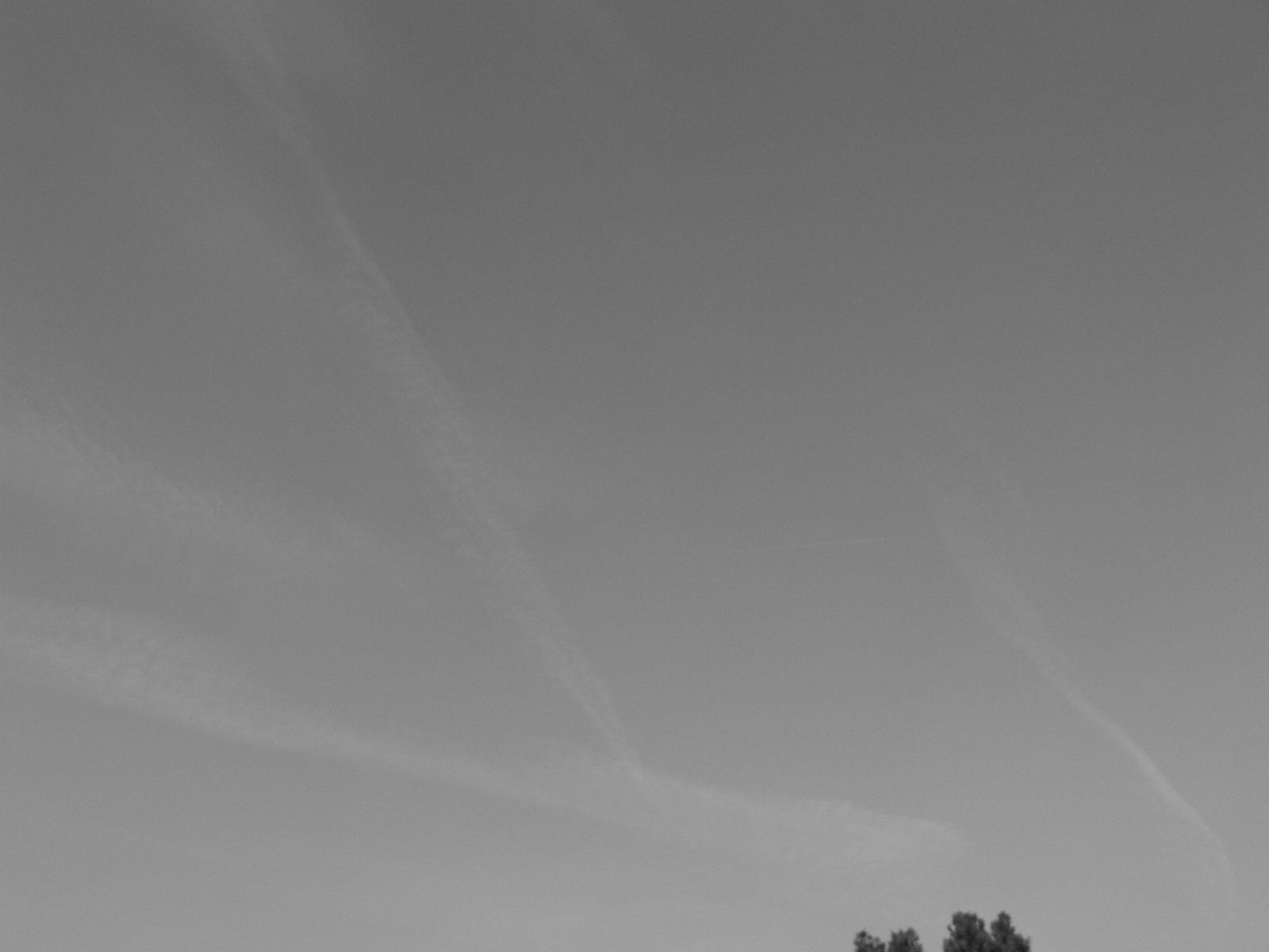 chemtrail geoengineering 5 April 2019  08:08 BST, an already aluminized sky has blown in. NE England.