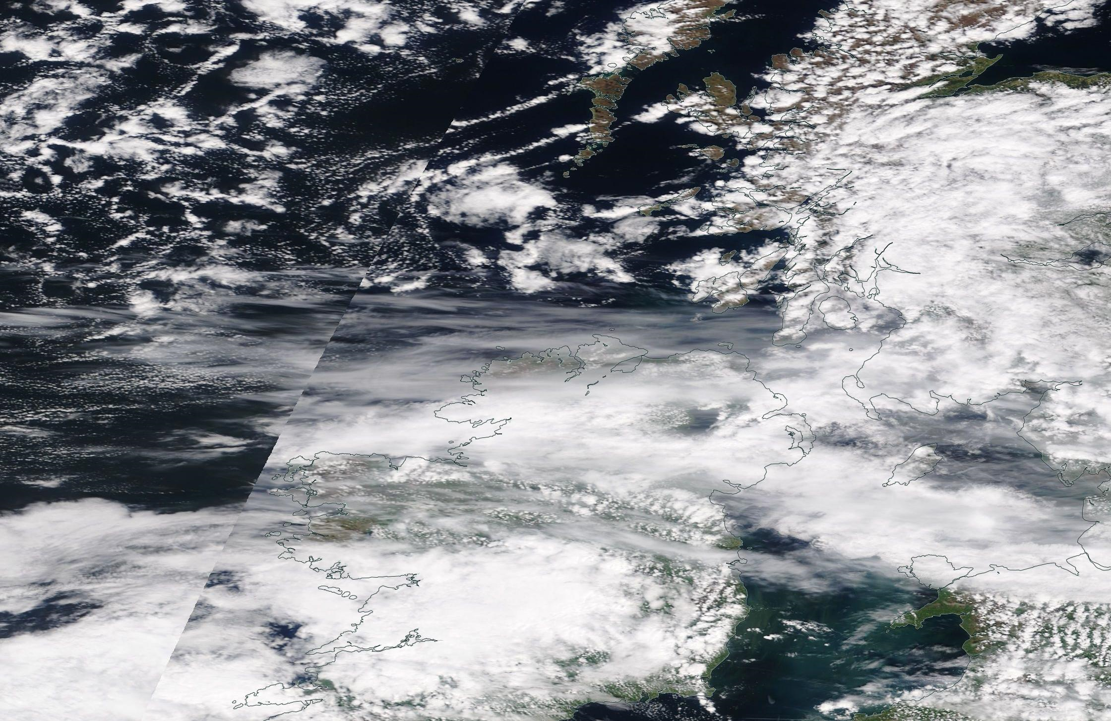 chemtrails Irish Sea, Northern Ireland and across England 7 May 2019 ... https://go.nasa.gov/2DTVUo0