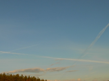 lines in the sky England 12 May 2019 chemtrail geoengineering
