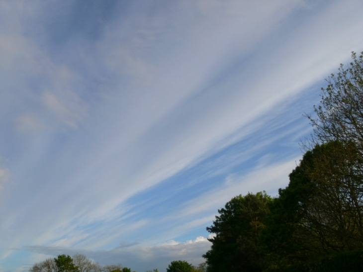 chemtrail geoengineering north east England 20th May 2019 ie chemtrails in corridor fashion, trending SE/NW.