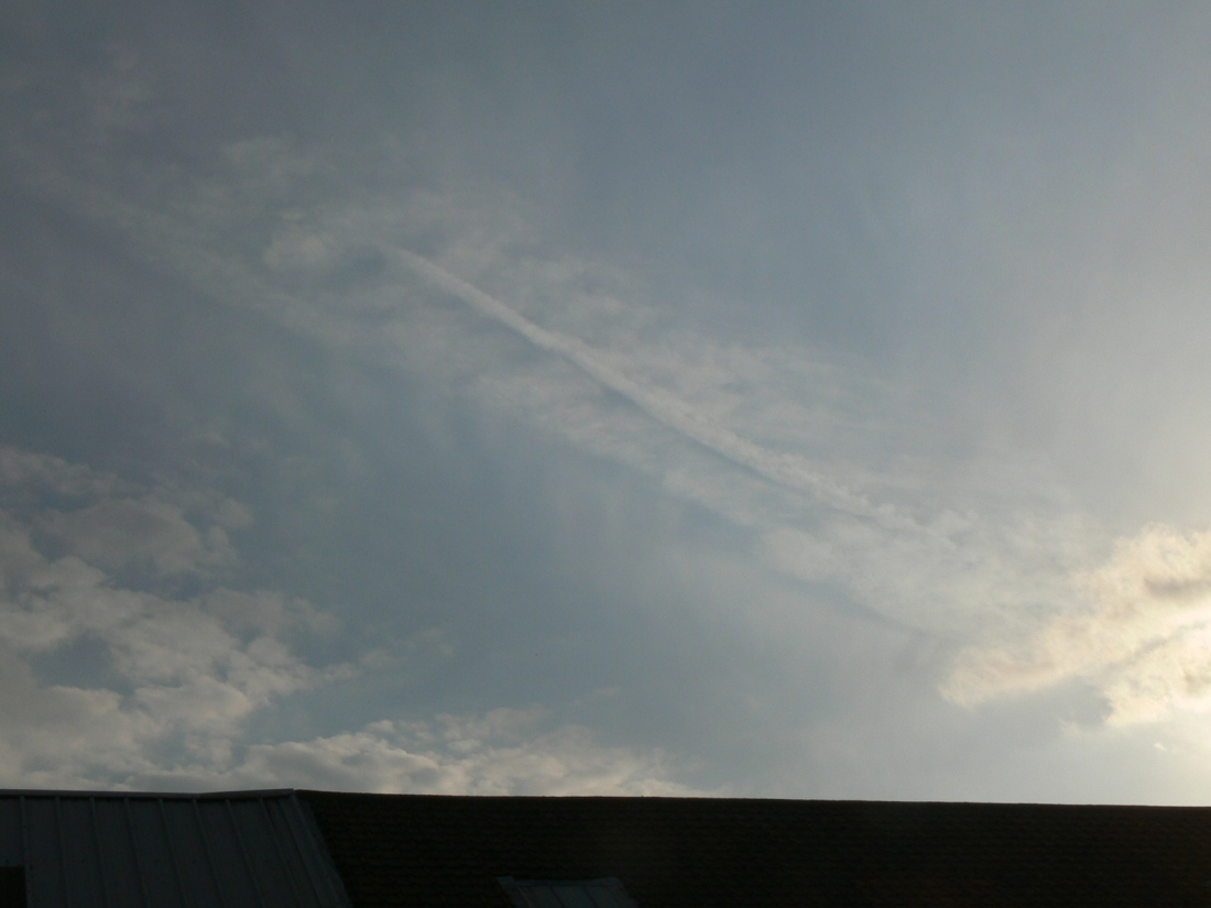 UK chemtrail, NE England 22 June 2019 18:38 hrs